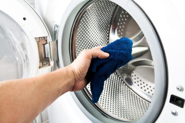 Pulire la lavatrice che puzza
