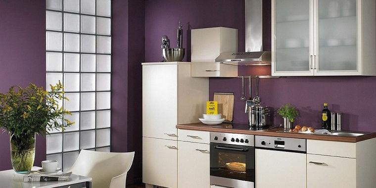 Cucina bianca e grigia: colori pareti