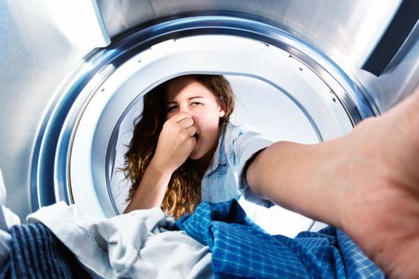 Lavatrice puzza dopo ogni lavaggio