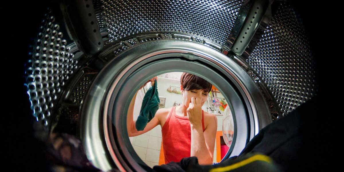 Lavatrice che puzza? Cosa fare: guida a cause e rimedi