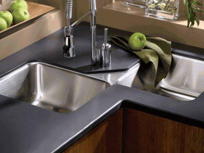 Come progettare una cucina con lavello angolare