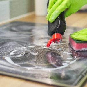 Come pulire piano cottura in acciaio macchiato