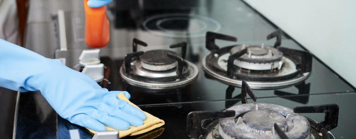 Come pulire i piattelli del piano cottura