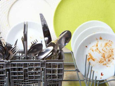 La lavastoviglie non lava bene: le possibili cause e soluzioni