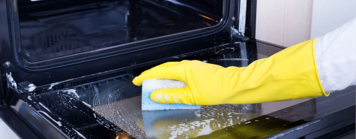 Come pulire il vetro del forno: consigli pratici